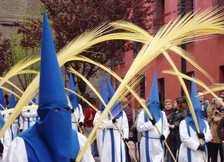 Las palmas trenzadas de Elche, símbolo de la Semana Santa - http://www.absolutalicante.com/las-palmas-trenzadas-de-elche-simbolo-de-la-semana-santa/