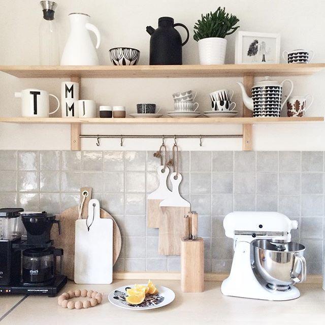 Shelfie. Kitchen. I love this part of my kitchen   bardzo lubię tę część mojej starej kuchni:) #kitchen #kitchendetails #interior #interiør #interior4all #interior4you #ig_mood #igphoto #vsco #vscointerior #nothingisordinary #kitchenaid #moccamaster #evasolo #ikea #housedoctor #houseofrym @houseofrym #menunorm #royalcopenhagen #royalcopenhagencontrast #flutedcontrast #arnejacobsen #fermliving #designletters #annabecker #frjor #hkliving #housedoctor #liveauthentic #livelittlethings #shelfi...