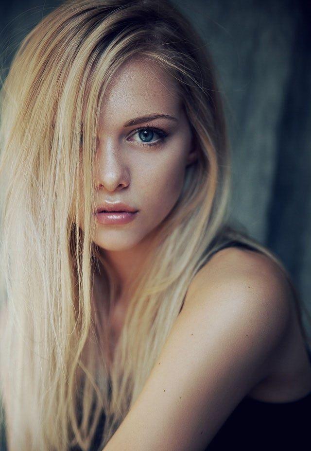 Lisa Van't Hoff - Soft blonde hair plus natural makeup