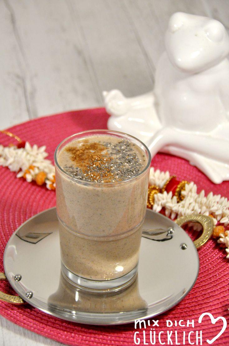 Für einen entspannten Start in den Tag sorgt dieser leckere Chai-Smoothie. Genau das richtige für Morgenmuffel, denn Zimt und Kardamom wirken stimmungsaufhellend, Chia-Samen steigern die Leistungsfähigkeit und Banane liefert Kalium und Magnesium.