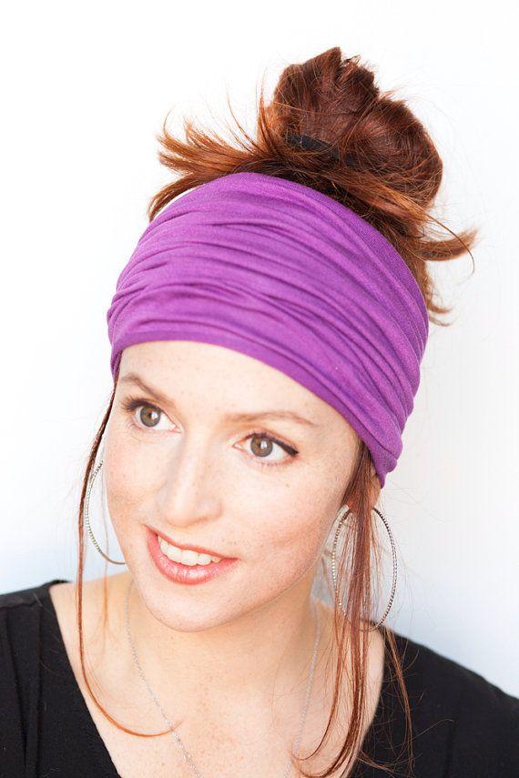 Super lindo y cómodo Extra ancho morado tubo venda de jersey de algodón stretch suave ultra! Perfecto como una banda de pelo de Yoga o para uso diario! :) Caben todos los tamaños.  Esta venda puede llevarse plegada con el fin de ser más estrecho o en su ancho total: usted puede ser creativo con este accesorio encantador!  Más bandas para la cabeza se pueden ver aquí: http://www.etsy.com/shop/MinitaStudio?section_id=13966805 Y perno-para arriba las vendas aquí: http:&#...