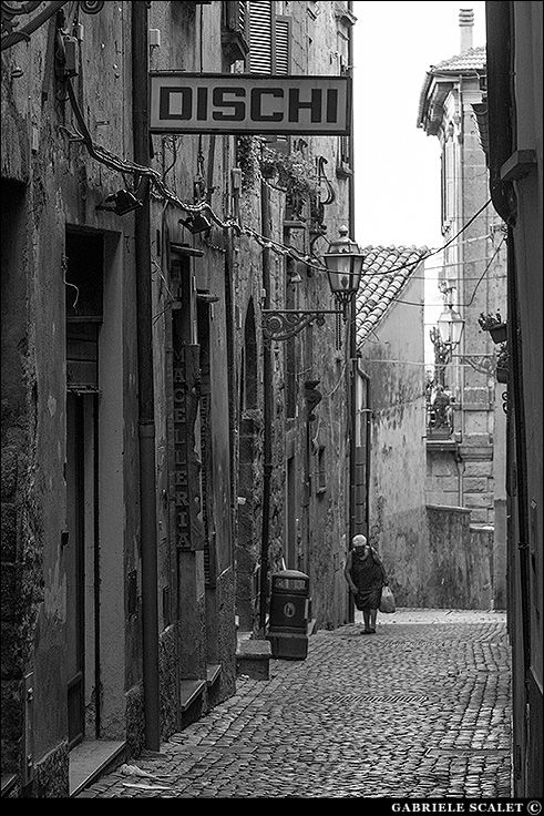 Narrow street in Orvieto | Gabriele Scalet Photography
