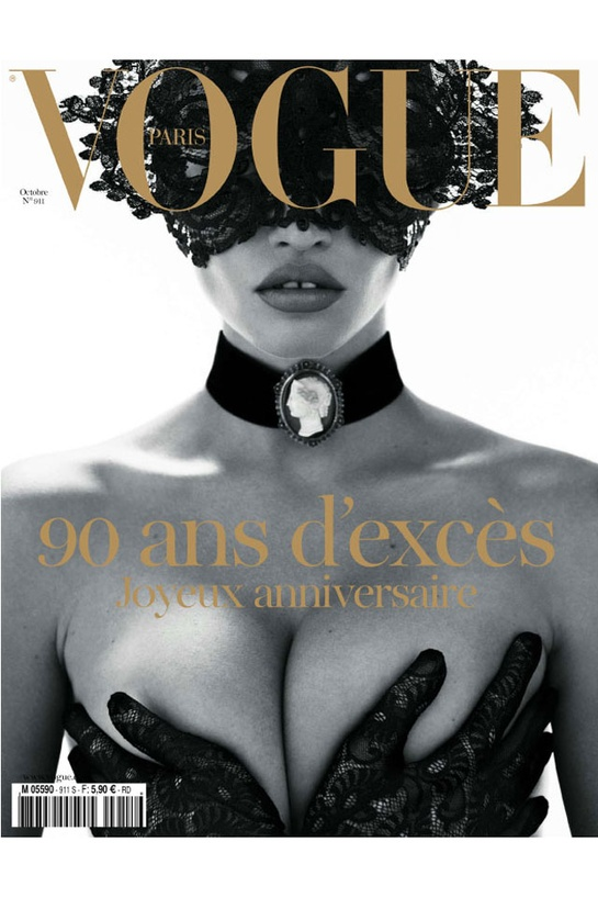 Lara Stone en couverture du Vogue Paris d'octobre 2010 Dit is echt een van mijn favoriete dan al niet meest favoriete Vogue cover ooit. Ik vind hem zo ontzettend mooi en sexy. Lara stone is echt een heel interessant model met haar stoere gezicht maar vrouwelijke lichaam, daar kun je alle kanten mee op.