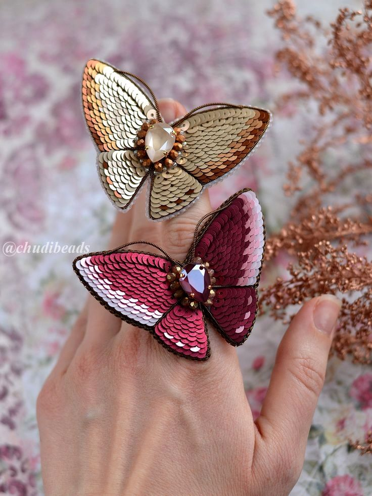 Popular On Tiktok How To Make Jewelry For Beginners Burgundy Maroon Dark Red Tiktok Comp Pretty Jewelry Necklaces Jewelry Making Jewelry Lookbook