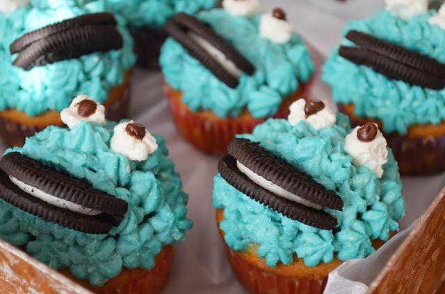 Cookie-monster cupcakes