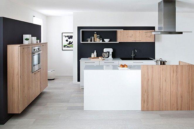 Ruime eiland keuken in 2 kleuren hoogglans wit en hout collectie 2015 pinterest met - Modele en ingerichte keuken ...