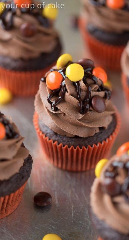 Reese's Pieces Cupcakes with Chocolate Peanut Butter Frosting! Yum! And halloween colors...