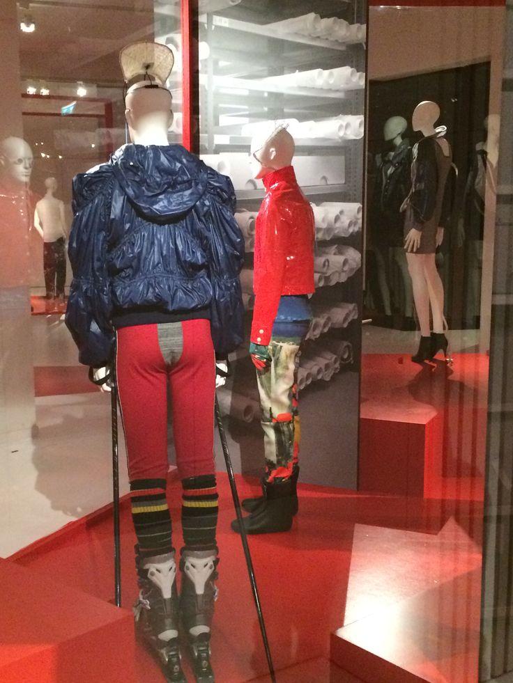 ModeMuseum Antwerpen - MOMU NU. Hedendaagse Mode uit de MoMu collectie 25.09.2014 > 04.01.2015 Bernhard Willhelm