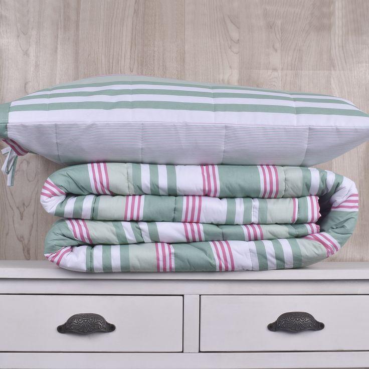 Edredón de 200 hilos, diseño  Flores y rayas rosa gris. Contiene un edredón y sus fundas de almohadas correspondientes. Colección Indira.