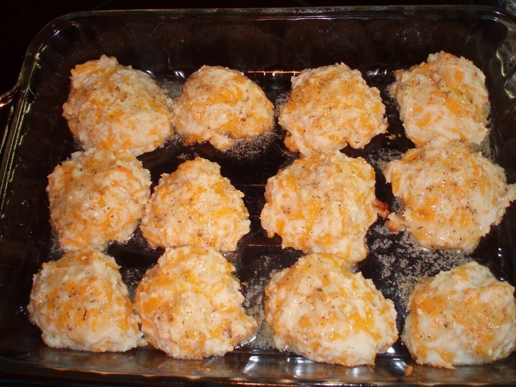 Cheddar-Garlic Biscuits: the very closest I've made to {that} seafood restaurant. Dang good.  unBearablyGood