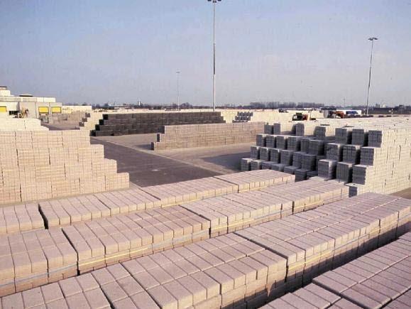 Voorraad bestrating.. Op deze afbeelding ziet u betonklinkers afgebeeld.