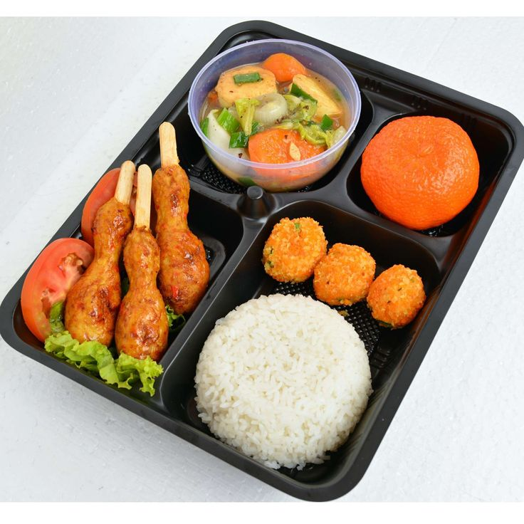 Pesan makanan langsung dari dapur katering dan koki favorit. Chicken Satay. Makan siang sehat dan membantu program diet anda dengan menu yang terdiri dari nasi putih dan chicken satay