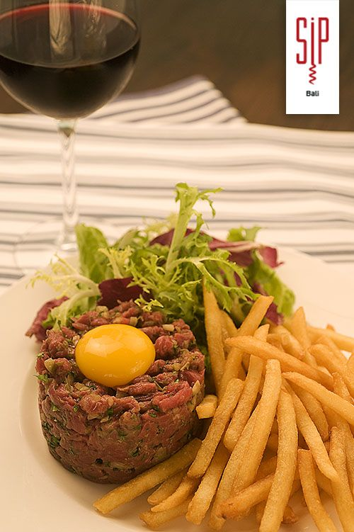 Knife-cut steak tartare, bon appétit!
