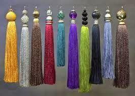 Os pingentes de seda são ideais para um fino acabamento em cortinas, almofadas , roupas, foram muito apreciados no período do Renas...