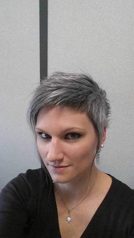 Épinglé sur Canas, Gray Hair Bellas con Pelo Plateado