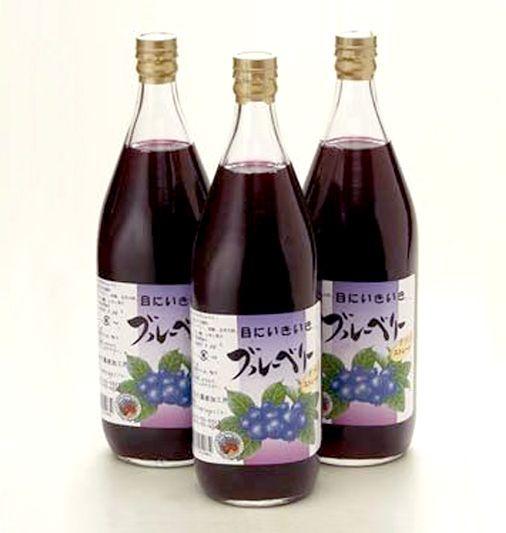 【飲みやすいブルーベリージュース】24時間持続し、副作用無し!が確認されています。一日一回お味を楽しみながらお飲み下さい。小池手造り農産加工所のオリジナルです。 濃縮還元ではなく、生のブルーベリーの実を搾った40%果汁です。  一般に自動販売機などで販売しているブルーベリージュースは5%果汁など主流です。  保存料・着色剤は使用していません。商品ページ→ http://sinsyu.shops.net/item?itemid=12049