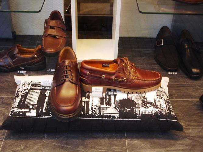 Etalage Van den Biggelaar schoenen Wageningen