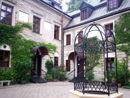 Artykuł na serwisie Onet.pl poświęcony między innymi Manor House.