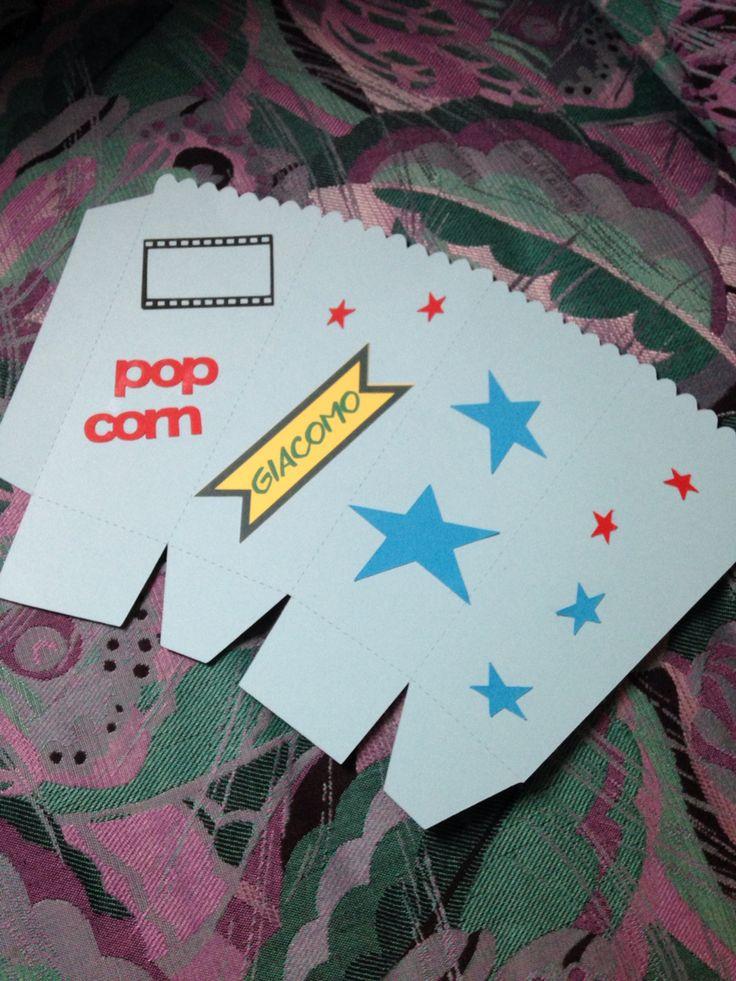 Cosa regali a natale? Contenitore per pop corn fai da te inserito nel cestino cinema!!!!!! A breve la foto....