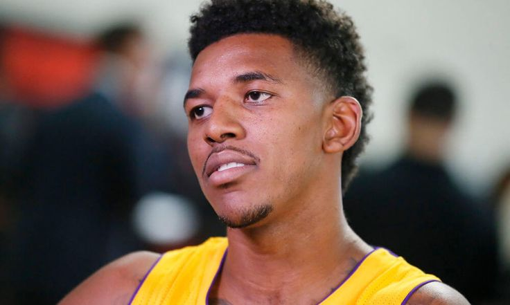 Warriors to sign former Lakers SG Nick Young to one-year deal = Former Los Angeles Lakers shooting guard Nick Young has agreed to a one-year, $5.2 million free-agent contract with the Golden State Warriors, his agent Mark Bartlestein told Adrian Wojnarowski of ESPN. While the two sides had.....