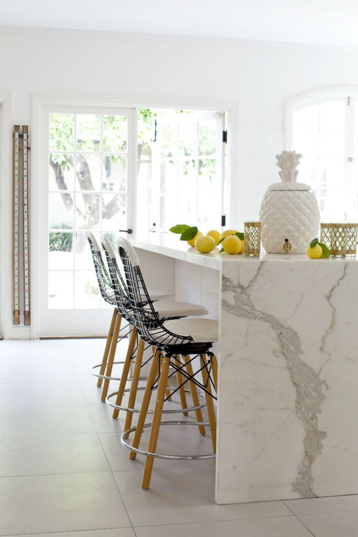How To Decorate With Marble. Interior Design Inspiration #interiordesign See more at: http://homeinspirationideas.net/room-inspiration-ideas/decorate-with-marble