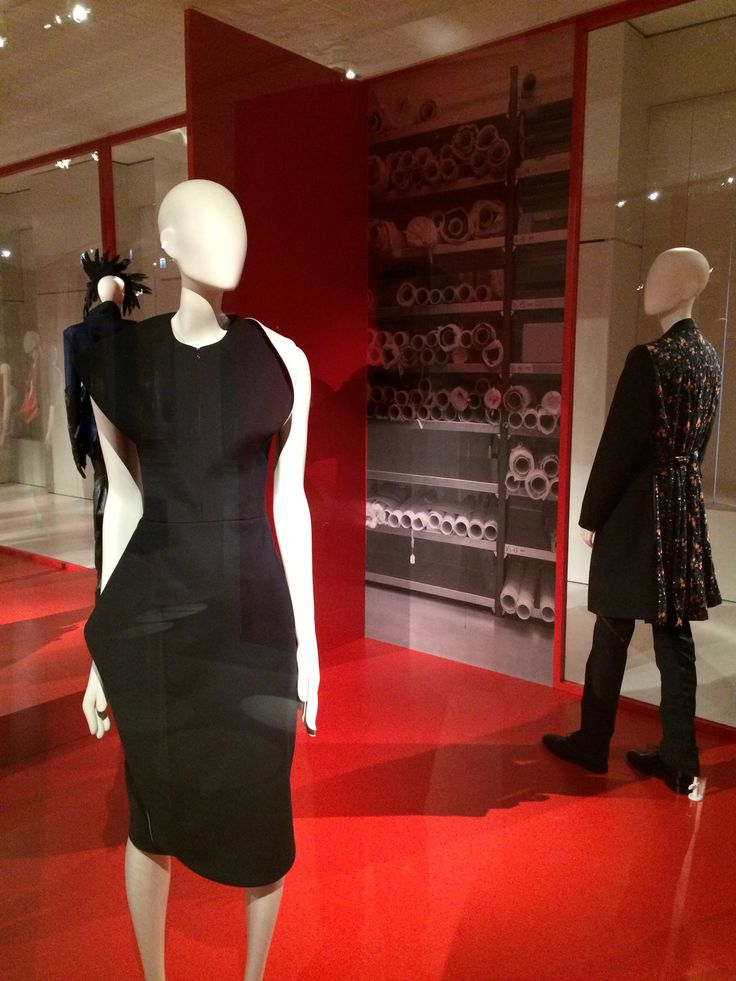 ModeMuseum Antwerpen - MOMU NU. Hedendaagse Mode uit de MoMu collectie 25.09.2014 > 04.01.2015 Raf Simons