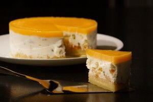 """Attention, ce n'est pas une glace... mais une mousse """"nougat"""" sur un biscuit,, avec un nappage gélifié à l'abricot. J'ai juste ajouté en plus de l'arôme d'orange pour augmenter le gout d'orange. Impecc !"""