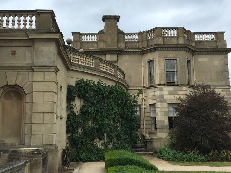 Cliveden es una casa señorial de estilo italianista situada en Taplow, en el condado de Buckinghamshire, en Inglaterra. Está situada a 200 m sobre el Támesis. Ha sido la casa de un conde, dos duques, un príncipe de Gales y de la prominente familia americana Astor. Ahora es propiedad de Patrimonio Nacional y la casa está arrendada como hotel de 5 estrellas a la cadena de hoteles von Essen. Durante la década de 1970 fue usada por la Universidad de Stanford como campus de ultramar.