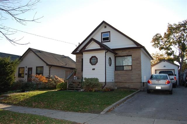 """OSHAWA (ON) This storey and a half charmer is located in North Oshawa. Comes along with a 16x25"""" workshop and a lovely fenced yard. This house is perfect for the home handyman! Pst, it's also walking distance to the shopping mall! Going for $230,000 http://www.century21.ca/Property/100882862"""