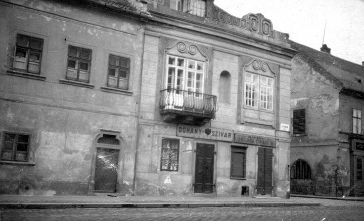 Tárnok utca és Anna utca találkozása.