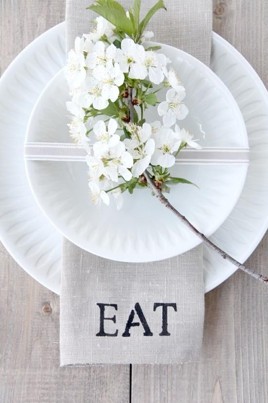 A Lowcountry Resource. A Place Setting with paper plates, hydrangea flower and rustic cloth napkin- it's iso simple yet so chic! (Details}