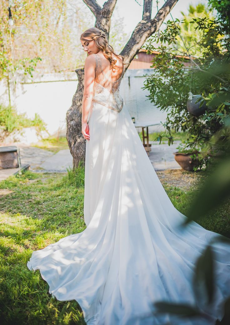 golden back, wedding dress, spring bride, vestido de novia, espalda pedrería dorada.