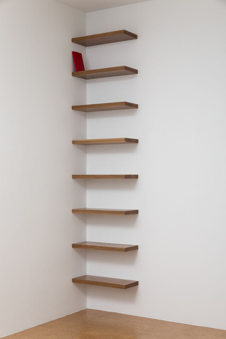 Librero en esquina (rojo) / Corner Bookshelf (Red) , 2014 Estantes de madera, libro / Wood shelves, book 275 x 61 x 25 cm