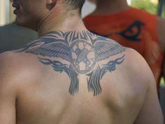 tatuajes en la espalda para hombres tribales