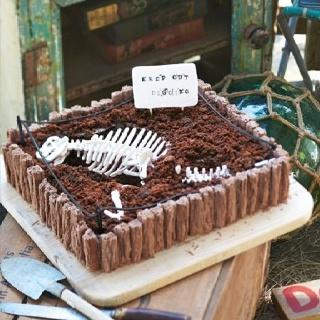 Dinosaur discovery cake for boys