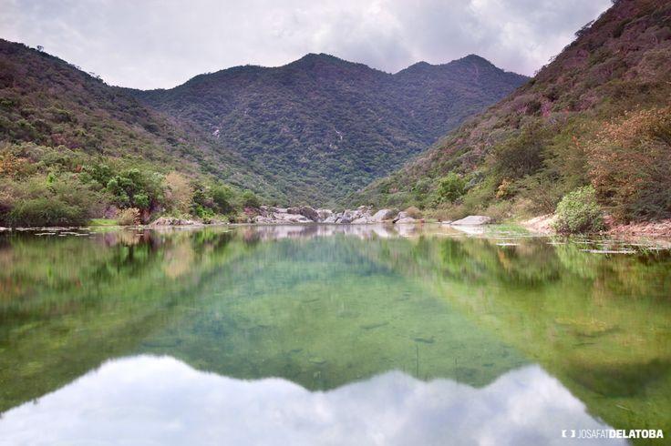 Little lagoon in the north área of los Cabos  #josafatdelatoba #cabophotographer #mexico #bajacaliforniasur #loscabos #sanjosedelcabo #sierra #lagoon
