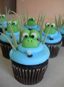 Cupcake decoration idea  Who doesn't love a cute  froggie cupcake!