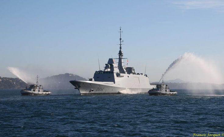 La base navale de Toulon compte désormais une seconde frégate multi-missions à demeure. Il s'agit de l'Auvergne, qui a fait son entrée hier dans la rade varoise, accompagnée par les jets d'eau des remorqueurs de la Marine nationale. Cette nouvelle frégate, qui a quitté samedi dernier le site DCNS de Lorient, où elle a été construite, est la quatrième FREMM de la flotte française, qui en comptera huit en tout d'ici 2022.