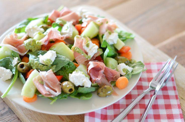 Zomerse Salade Parmaham, Meloen, Ricotta en Pestodressing