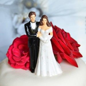 Light Complexion w/ Semi Dark Hair Very traditional Bride and Groom figurine