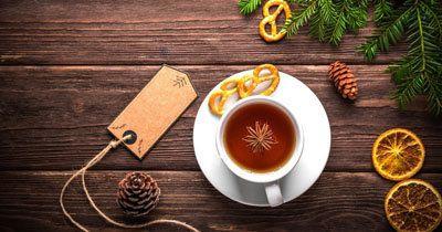 Глинтвейн безалкогольный рецепт приготовления  Глинтвейн безалкогольный рецепт приготовления зимой и согреет, и создаст настроение, и поможет в пищеварении. Именно безалкогольный подойдет и детям, и взрослым!  Полезный, вкусный, ароматный глинтвейн готовим с соками, чаем и приправами!  Несколько рецептов к Новому году и Рождеству!  Для приготовления безалкогольного глинтвейна подходят различные соки. Кроме того используются приправы и цитрусовые, в некоторых рецептах чай.