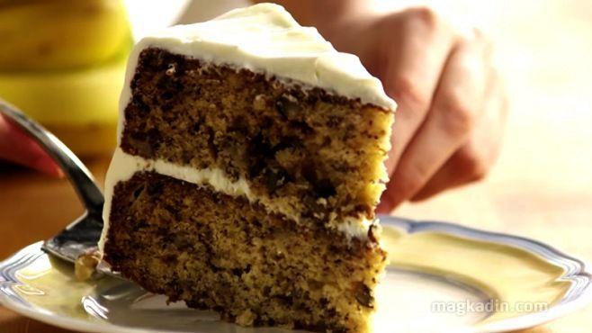"""Muzlu Yaş Pasta Tarifi Videolu - """"Bu yaş pasta tarifi kolay ve hızlıdır. Aynı hamuru muzlu ekmek ve çörekler yapmak için de kullanabilirsiniz.'' - How to Make Banana Cake video"""