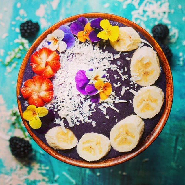 If I could eat one food for the rest of my life, I think I would pick acai bowls! They are so refreshing and delicious, I'm completely obsessed! 💗💗💗  Luckily there are about a million places to get them here in LA! They also sell the packets at Trader Joe's but they never seem to taste as good when I make them myself. Although edible flowers definitely help! 🌱🌱🌱 What is your current food obsession? 🍌🍌🍌 Don't forget to enter my feature party! Details in my last post ➡️➡️➡️