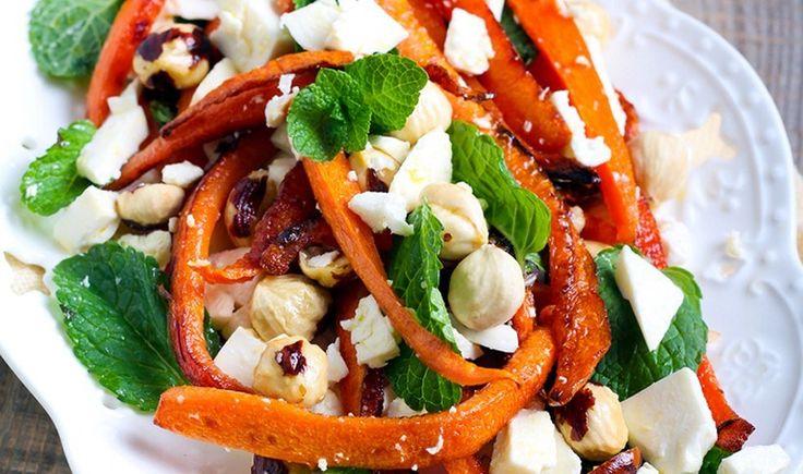 Σαλάτα με ψητά καρότα, φέτα και δυόσμο