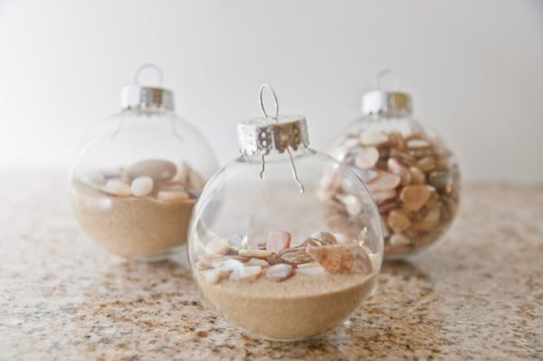 Summertime Tree and Ornaments.  This would be SO COOL to put tiny pieces of beach glass in!!!