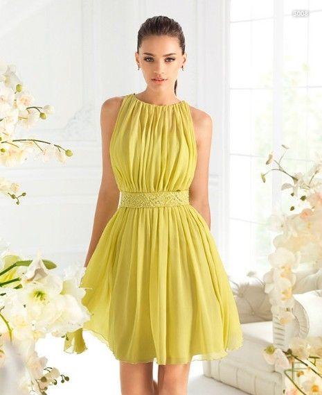Si te gustan los colores ácidos, en La Sposa encontrarás este cómodo vestido de su colección 2013.