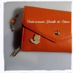 Charmant petit lot orange de la collection fête des mères par conte-a-mains-gioiellidecelena le bijou de sac sur sa dragonne son