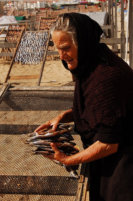 Widow from Nazaré (Portugal) selling fish