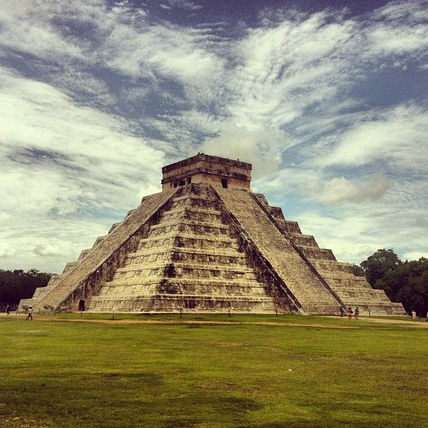 I first mistook this monument to be a pyramid.. And realized that it is similar to it and not pyramid itself, Zona Arqueológica de Chichén Itzá