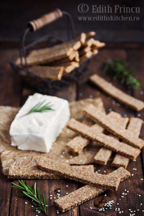 Saratele dietetice cu telemea - foaste sanatoase, facute doar din tarate de ovaz si de grau, cu adaos de telemea si branza dulce. Fara grasimi.